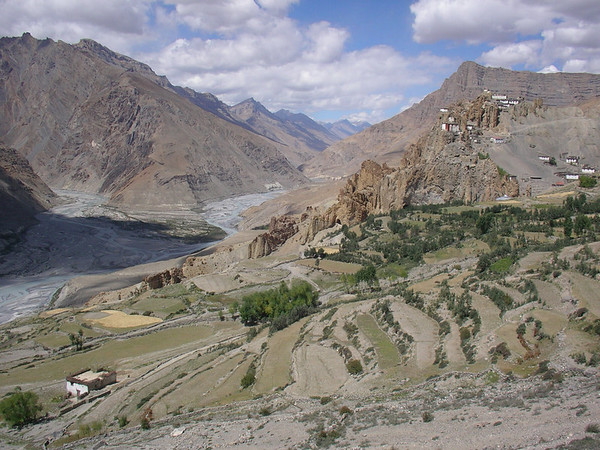 I rode from Kaza to Dankar Gompa, only 33km in an easy couple hrs. Then a shortish climb.